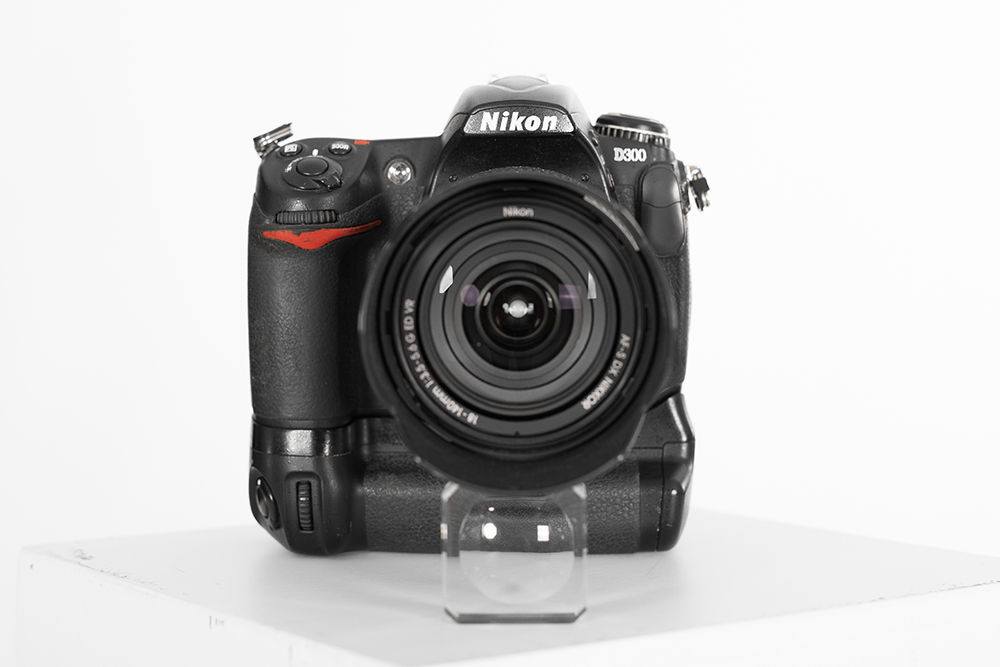 Nikon D300 body met grip