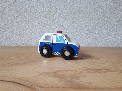 http://plugin.myshop.com/images/shop3783300.pictures.politieauto.jpg