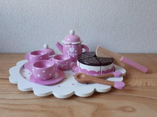 Theeservies met taart