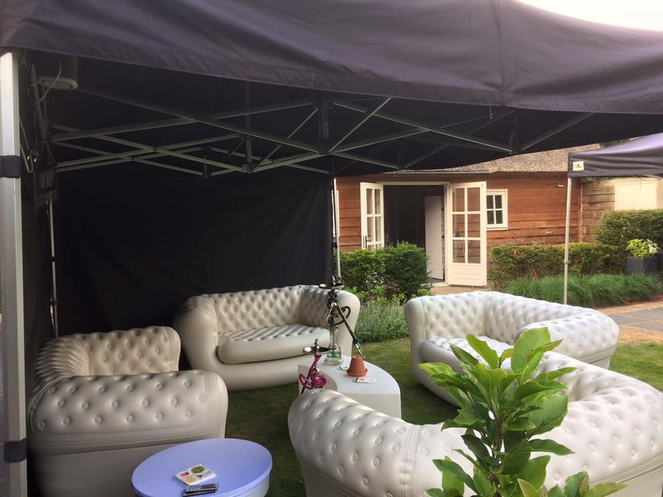 http://plugin.myshop.com/images/shop4238500.pictures.chesterfield bank banken opblaasbare bank tent zwarte tent huren verhuur lounge huren .jpg