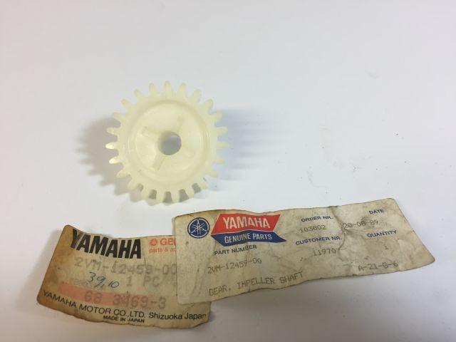 Gear impeller shaft - waterpomp tandwiel