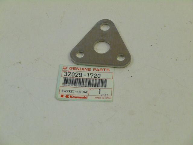 cilinder head bracket - cilinderkop steun