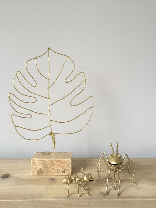<span style=&#34;font-family:'courier new', courier, monospace;&#34;>Goud monstera blad</span>