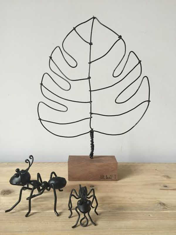 <span style=&#34;font-family:'courier new', courier, monospace;&#34;>Zwart monstera blad</span>