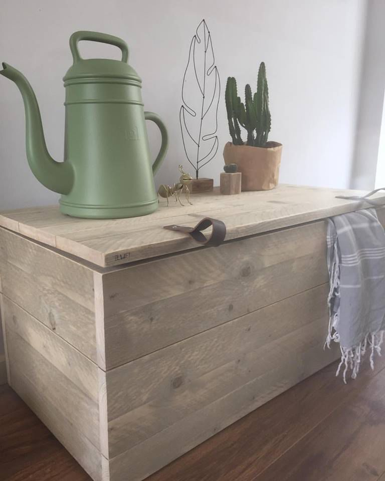 <span style=&#34;font-family:'courier new', courier, monospace;&#34;>Houten Kist Liv</span>